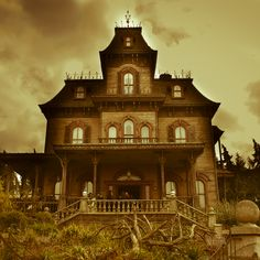 Haunted Victorian, classic haunted house; would love a house that looks like this :)