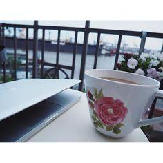 Mein Samstagabend - Arbeiten,zu viel Kaffee,aber immerhin Balkontemperaturen.Wat mut,dat mut  Schönen Abend!  #balcony #balkon #bloom #blooms #coffee #decor #decoration #details #elbe #flowers #goodnight #hafen #Hamburg #hh #home #instadaily #instamood #interior #kaffee #myhome #myview #plants #saturday #wearehamburg #work