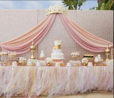 Absolutely LOVE this for a baby shower . Especially since I plan to do pink and… Absolutely LOVE this for a baby shower . Especially since I plan to do pink and gold for a girl Deco Baby Shower, Gold Baby Showers, Girl Shower, Shower Party, Baby Shower Parties, Baby Shower Themes, Baby Shower Decorations, Shower Ideas, Royal Baby Shower Theme