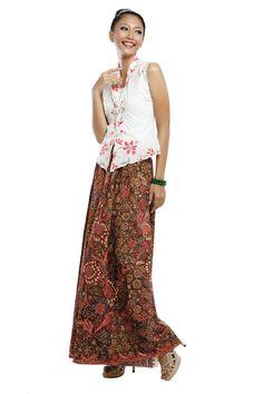 Modern kebaya encim Kebaya Hijab, Batik Kebaya, Batik Dress, Kimono, Kebaya Encim Modern, Unique Dresses, Beautiful Dresses, Model Kebaya Modern, Indonesian Kebaya