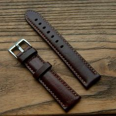 Orologio fatto a mano Strap Brown Color Watch Band mano Brown Leather Strap Watch, Leather Watch Bands, Leather Travel Journal, Minimal Wallet, Best Boyfriend Gifts, Handmade Leather Wallet, Sewing Leather, Gifts For Father, Wallets For Women