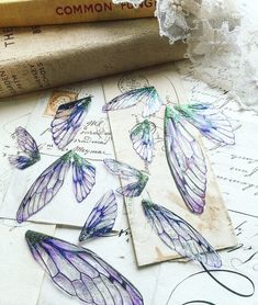 Set of ten pretty purple faerie wing fragments Diy Fairy Wings, Diy Wings, Wire Crafts, Resin Crafts, Jewelry Crafts, Shrink Art, Graduation Cap Decoration, Cap Decorations, Baby Fairy