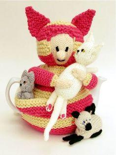 Crazy Cat Lady Tea Cosy knitting pattern on CrazyPatterns https://www.crazypatterns.net/en/items/36802/crazy-cat-lady-tea-cosy