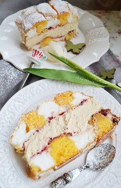KARDINALSCHNITTE ...Zutaten: ..... 9 Eiklar.... 9 Eidotter..... 2 Eier..... 300 g Zucker..... 1 EL Vanillezucker..... 100 g Mehl.... 4-5 EL Preiselbeermarmelade.... 500 ml Obers (Sahne).... 2 EL Löskaffee.... 2 EL Staubzucker Pie Dessert, Dessert Recipes, Nutella, Austrian Recipes, Austrian Food, Torte Cake, Different Cakes, Macaron, Fabulous Foods