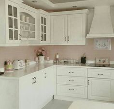 Find the best kitchen design, ideas & inspiration to match your style. Browse through images of kitchen islands & cabinets to create your perfect home. Country Stil, Country Kitchen, New Kitchen, Kitchen Ideas, Images Of Kitchen Islands, Household Organization, Best Kitchen Designs, Cool Kitchens, Sweet Home