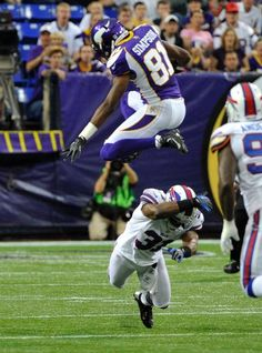 Jerome Simpson leaps a diving Bill