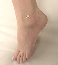 Anklet Jewelry Gold Anklet Gold Lotus Leaf Anklet Ankle Bracelet by MinimalVS Ankle Jewelry, Cute Jewelry, Body Jewelry, Silver Jewelry, Jewelry Accessories, Jewelry Design, Silver Ring, Jewellery, Silver Earrings