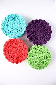 Crochet Coasters / Rags - No longer available on Etsy but might be able to work out a similar pattern Crochet Diy, Crochet Home, Love Crochet, Crochet Gifts, Crochet Motif, Crochet Doilies, Crochet Flowers, Crochet Patterns, Knitting Projects