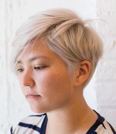 Ash Blonde Choppy Pixie For Round Face # short hair styles for round faces chubby 50 Super Cute Looks with Short Hairstyles for Round Faces Pixie Cut Thin Hair, Pixie Cut Round Face, Pixie Haircut For Round Faces, Hairstyles For Fat Faces, Short Hair Cuts For Round Faces, Thin Hair Cuts, Round Face Haircuts, Best Short Haircuts, Pixie Hairstyles
