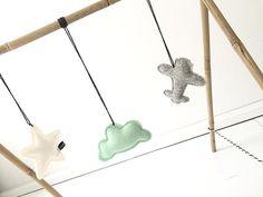 Babygym! Hangers zijn besteld bij @dodi_for_kids!! fijne woensdag lieve allemaal!! #dodiforkids #mint #grey #white #plain #cloud #star #babygym #photooftheday #instagood #new #diy #bamboo