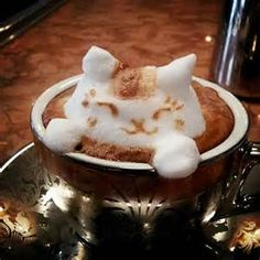 Latte Artists are not just satisfied with drawing on coffee any more. After Creative Anime Coffee Swirl Art, now we get this incredible Latte Sculpture by Café Latte, Coffee Latte Art, I Love Coffee, Coffee Break, Morning Coffee, Cappuccino Art, Coffee Coffee, Morning Cat, Coffee Blog