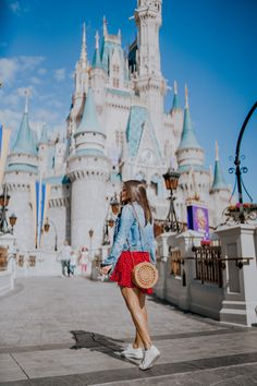 I wanna go to disneyland someday; Disneyland Photography, Disneyland Photos, Disneyland Outfits, Hongkong Disneyland Outfit, Cute Disney Pictures, Disney World Pictures, Disney Poses, Disney Parque, Disney World Outfits