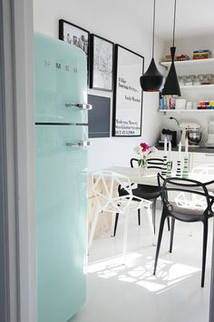 House of Turquoise: Turquoise Appliances - love love this white/black kitchen with turquoise SMEG! Beautiful Interior Design, Beautiful Interiors, Interior Design Inspiration, House Of Turquoise, Turquoise Kitchen, Style At Home, Pictures For Kitchen Walls, Wall Pictures, Mint Kitchen