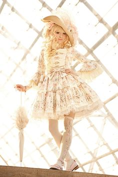 Angelic Pretty's Sweetie Chandelier OP in ivory, worn at the Leipzig Bookfair. Pic taken by the amazing kashikosa