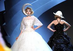 Revisitant les personnages de Pierrot et Colombine, Dior nous entraine vers le monde des rêves <em>SIPA</em>