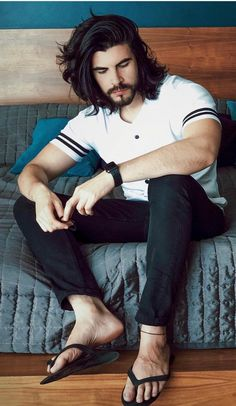 Hairy barefoot men, and other smut Mens Hairstyles With Beard, Haircuts For Men, Mens Beach Shoes, Really Hot Guys, Barefoot Men, Hot Hair Styles, Mens Flip Flops, Male Feet, Shirtless Men