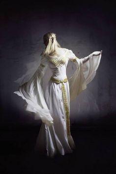 """Mittelalter Hochzeitskleid """"Isolde"""" Modell: Alexandra Filatowa"""