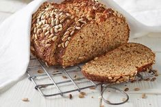 Best protein bread in the world - Keto Recipes Protein Bread, Low Carb Bread, Protein Foods, Breakfast On The Go, Low Carb Breakfast, Law Carb, Best Protein Shakes, Flax Seed Recipes, Bagels