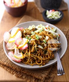 Resep Mie Goreng Aceh JTT Food N, Food And Drink, Indonesian Food, Indonesian Recipes, Mie Goreng, Food Tasting, Indian Snacks, Noodles, Fries