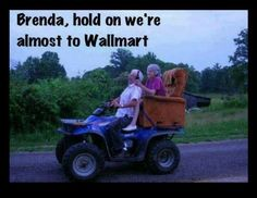 These old age couples are in love and enjoying life with full of fun. These elderly couples prove that you're never too old to have fun. - Page 2 of 4 Couples Âgés, Vieux Couples, Elderly Couples, Couples In Love, Redneck Humor, Redneck Quotes, Awkward Photos, Funny Photos, Bad Family Photos