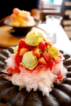 Shaved ice with strawberry syrup (with strawberry pieces) and pistachio ice cream from the famous Cafe Nakanoya