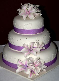 purple cakes for wedding Purple Wedding Cakes Fancy Wedding Cakes, Wedding Cake Designs, Fancy Cakes, Cute Cakes, Pretty Cakes, Beautiful Cakes, Amazing Cakes, Cupcake Wedding, Wedding Ideas