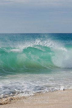 seascape big lovely waves blue and green whit white No Wave, Ocean Scenes, Beach Scenes, Sea And Ocean, Ocean Beach, Beautiful Ocean, Beautiful Beaches, Ocean Photography, Sea Waves