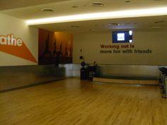 Dit is een foto van de yogastudio van Fitness First Deira city centre in Dubai. Hier hebben wij een sessie van Hatha yoga gevolgd. Yoga, More Fun, Dubai, Workout, Fitness, Work Outs, Yoga Tips, Excercise, Health Fitness