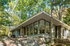Veja este anúncio incrível na Airbnb: Retreat in the Woods - Casas para Alugar em Woodbury