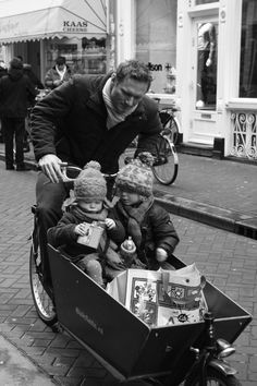 Having your tea on the bakfiets | re-pin by http://www.cupkes.com/