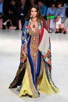 Etro Fall 2019 Ready-to-Wear Fashion Show - Vogue Ethnic Fashion, Love Fashion, Runway Fashion, Spring Fashion, High Fashion, Fashion Design, Milan Fashion, Vogue, Style Haute Couture