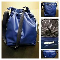Sac seau Calypso cousu en simili bleu et doublure étoilée par Marie P. - Patron de couture Sacôtin