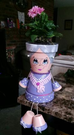 Learn how to make clay pot people quickly and easily. Flower Pot Art, Clay Flower Pots, Flower Pot Crafts, Bee Flower, Clay Pot Projects, Clay Pot Crafts, Diy Clay, Flower Pot People, Clay Pot People