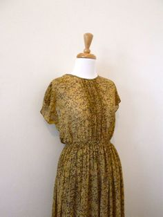 50's dress / 1950s Day Dress Floral Mad Men by missmittensvintage, $55.00 Vintage Dresses 50s, 50s Dresses, Mad Men, Bodice, 1950s, Wrap Dress, Chiffon, Yellow, Floral
