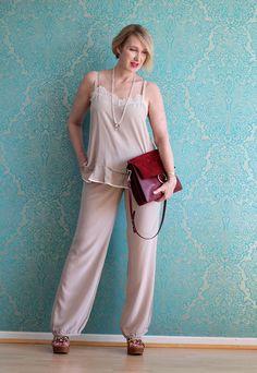 A fashion blog for women over 40 and mature women  Top+Pants: Dorothee Schumacher Sandals: Ugg Australia Bag. Chloé