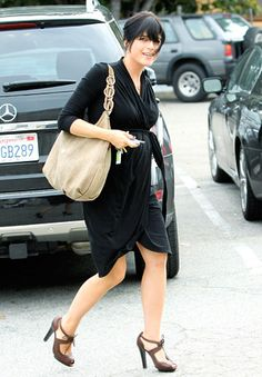 Selma Blair + bump= maternity style. Love a wrap dress for chic and simple #maternitystyle