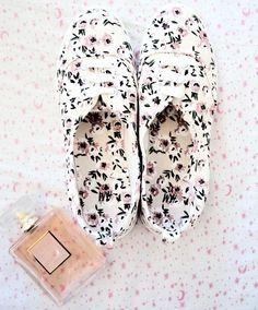 New Shoes by H&M♡ #flowers #hm #summer #boho #bohostyle #chanel #cocomademoiselle #faithcococerruti #blogger #instagram #followme