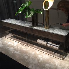 Sofa Furniture, Luxury Furniture, Furniture Design, Interior Design Tips, Interior Styling, Masculine Interior, Entry Tables, Modern Materials, Cabinet Design