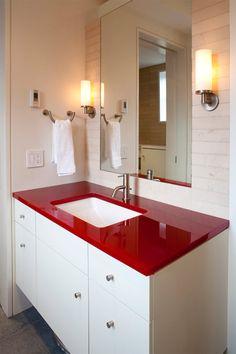 O vermelho é sexy, estimulante e poderoso! Não é à toa que ambientes que usam o vermelho na decoração não passem despercebidos. Depois dos quartos vermelho