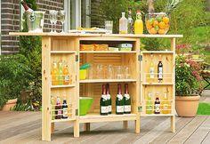 Diese Mobile Bar kann man selbst bauen. Und nach dem Cocktail auf der Terrasse kann man sie rasch zurück ins Haus tragen. Mobile Bar, Garden Bar, Home And Garden, Outdoor Heaters, Gold Rooms, Man Cave Bar, Diy Bar, Bars For Home, Woodworking Plans
