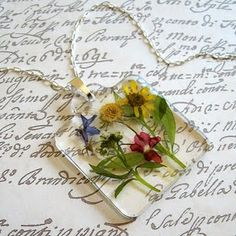 pressed flower jewelry, does anyone know how to do this..I wanna make some!!