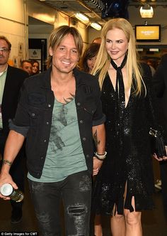 'What a blessing': Nicole Kidman and her husband Keith Urban have revealed that their love is stronger than ever Celebrity Travel, Celebrity Photos, Celebrity Couples, Urban Family Pictures, Couple Pictures, Nicole Kidman Family, Mary Elizabeth Winstead, Teresa Palmer, Rachel Weisz