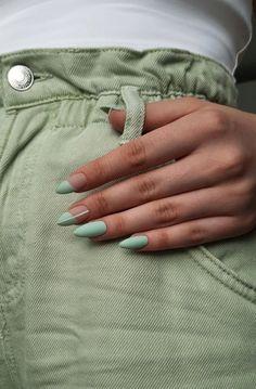 Summer Acrylic Nails, Best Acrylic Nails, Acrylic Nails Green, Almond Acrylic Nails, Mint Green Nails, Green Nail Art, Acrylic Nails Coffin Short, Minimalist Nails, Stylish Nails