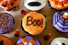 decorazioni-halloween-tavolo-buffet-dolci-muffin-colorati-scritte- 5895589edb4a