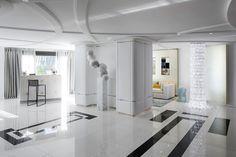 De son enfance à Hong-Kong, l'architecte d'intérieur et décoratrice Stéphanie Coutas a conservé une appétence intuitive pour le métissage des cultures et le raffinement d'un art de vivre haut de gamme, dénué de toute ostentation. Ses réalisations sophistiquées et luxueuses se distinguent par la noblesse des matériaux, le prestige de mobilier sur-mesure, l'extrême qualité et l'originalité des finitions. http://www.delightfull.eu/en/  #décorationd'intérieur #décodeluxe #intérieursluxueux…