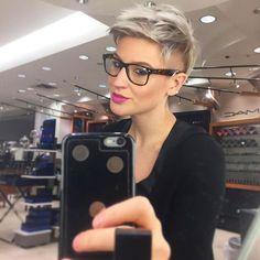 Mach mit beim Granny Trend und färbe Dir die Haare Grau! Heute 12 inspirierende…