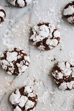 45 Festive Cookie Recipes to Kickstart Your Holiday Cheer: Peppermint Chocolate Crackles Just Desserts, Delicious Desserts, Yummy Food, Tasty, Holiday Baking, Christmas Baking, Christmas Time, Chocolates, Chocolate Crackle Cookies