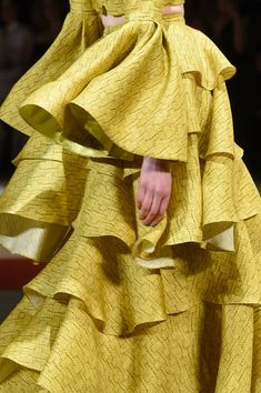 Christian Siriano, Fall 2016 - The Most Beautiful Runway Details of Fall 2016 - Photos Christian Siriano, Fall 2016 - Yellow Fashion, New Fashion, Runway Fashion, Christian Siriano, Chartreuse Color, Yellow Clothes, Long Evening Gowns, Painting Leather, Fashion Pictures