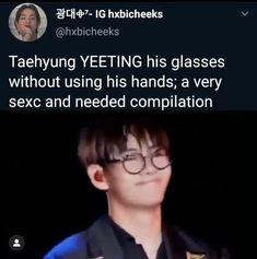 HE IS TOO SEXC THIS AINT ALLOWED WJFBDJSKDN Kim Taehyung Funny, Bts Taehyung, Bts Jungkook, Bts Memes Hilarious, Bts Funny Videos, Bts Photo, Foto Bts, Bts Video, Foto E Video