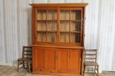 This useful solid pine Edwardian sliding door dresser features a useful glazed top, internal shelves for plates and cups etc, and a large cupboard base. - See more at: http://www.peppermillantiques.com/edwardian-dresser-in-pine/#sthash.zOJRjTPq.dpuf